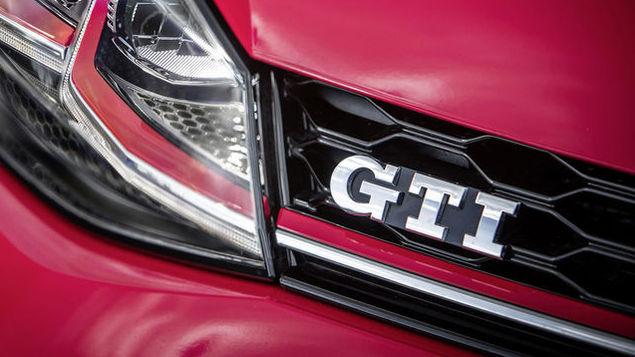 2017-volkswagen-golf-gti-41
